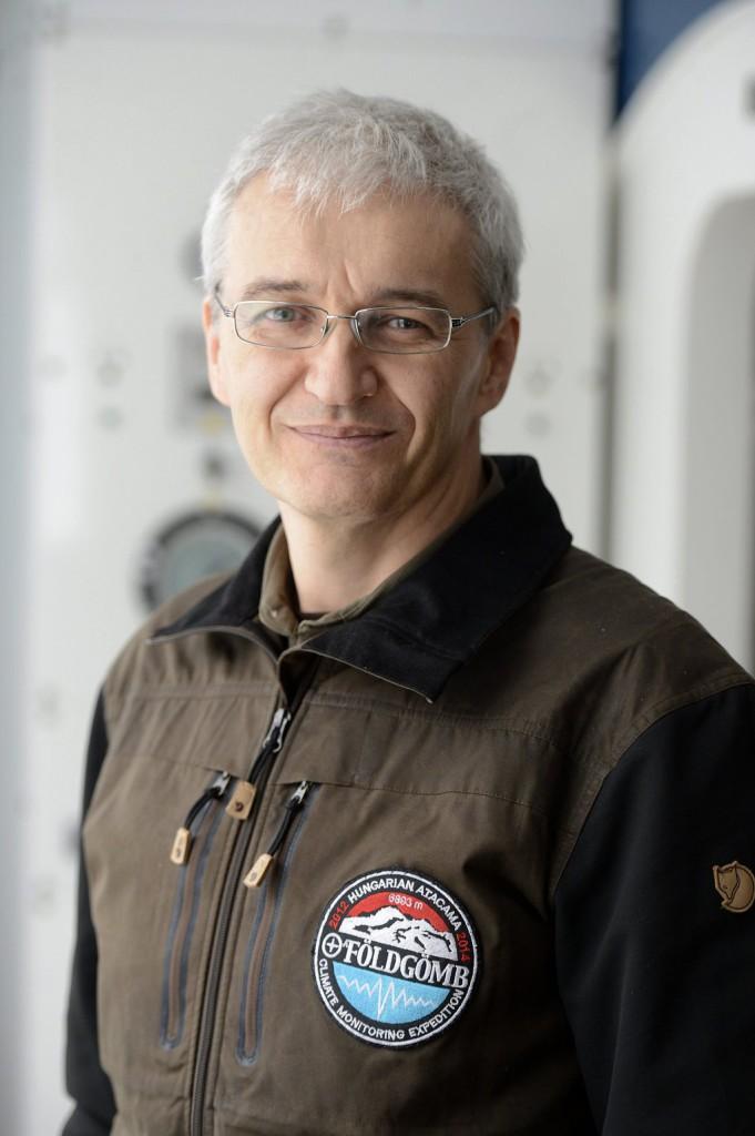Mari László Dr.